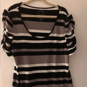Inc size XL very soft black white and dark tan top
